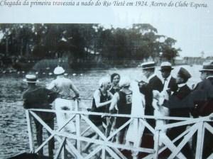 Chegada da primeira travessia a nado do Rio Tietê em 1924 - Acervo do Clube Espéria