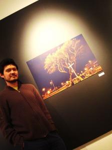Luciano Ogura e sua foto selecionada para a exposição do 4.o Concurso